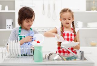 kids-who-wash-dishes-have-fewer-allergies